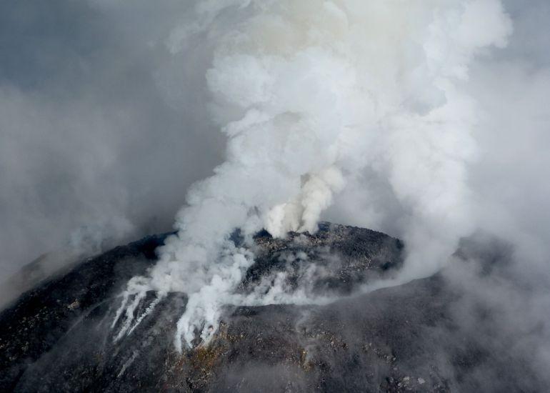 El volcán de Colima mantiene actividad en baja intensidad