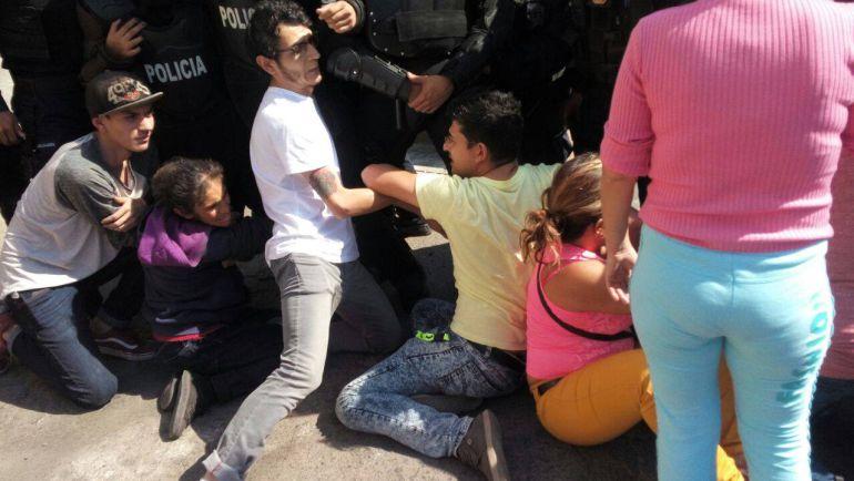 Hasta con golpes fueron detenidos por tratar de defender su patrimonio