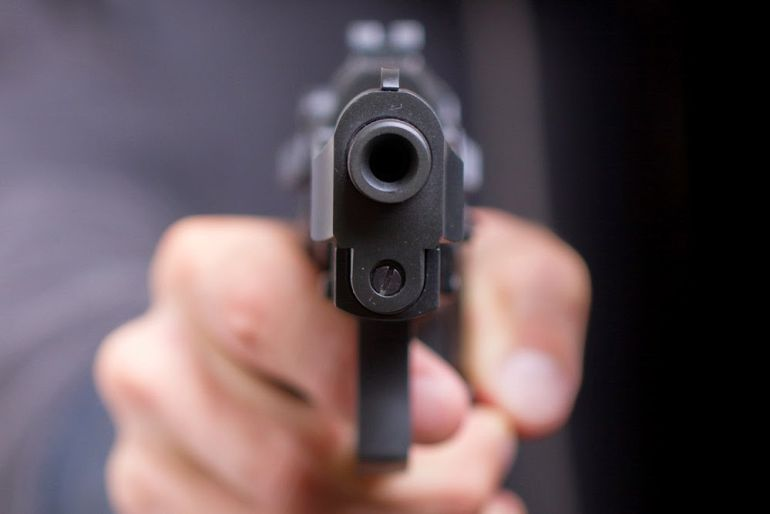 Se quita la vida accidentalmente con un arma de fuego
