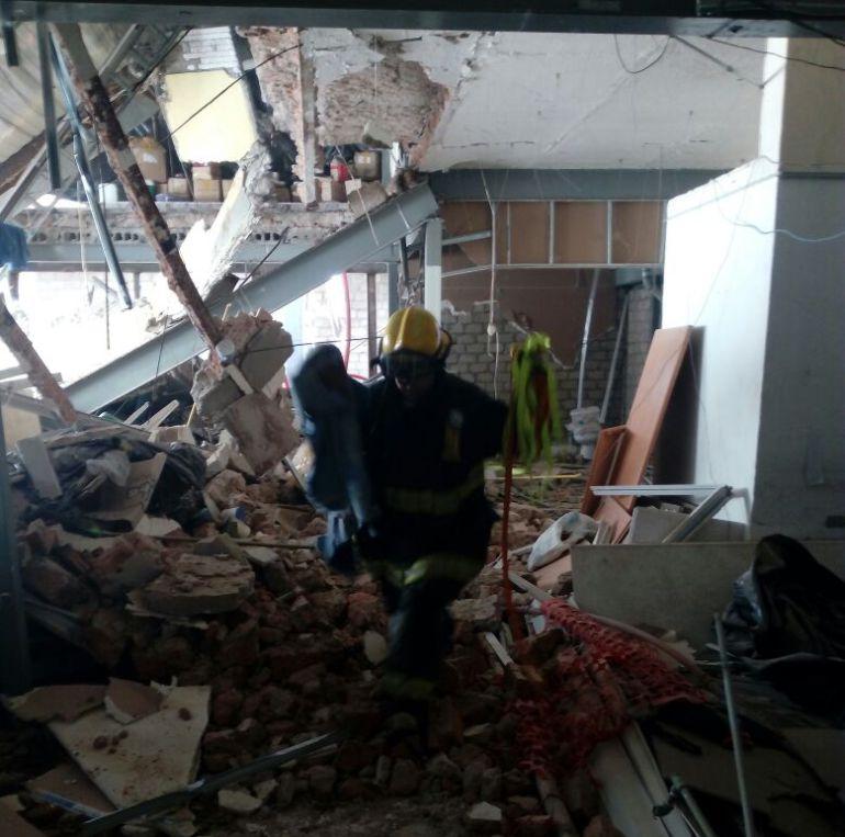 Derrumbe en casa-habitación deja dos fallecidos