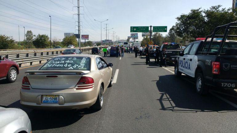 Por segundo día, manifestantes toman caseta de autopista a Zapotlanejo