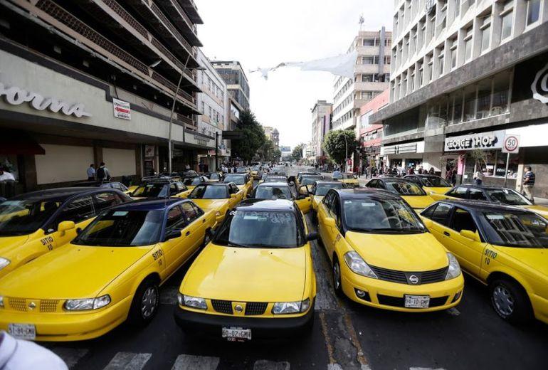 Taxistas con más de una década, no están obligados a usar autos híbridos: SEMOV