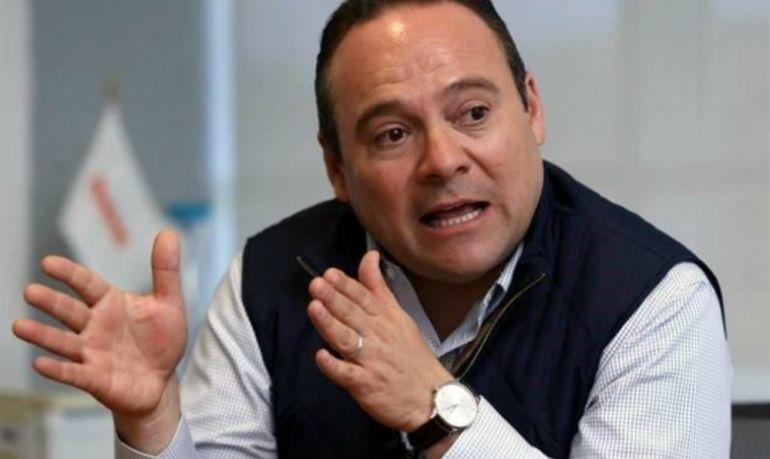 Uribe llama a involucrados a esforzarse para resolver conflicto del aeropuerto