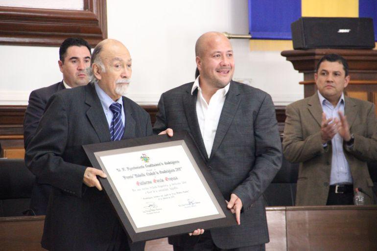 Premian al escritor y arquitecto Guillermo García en el aniversario de Guadalajara