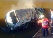 Fallecen tres personas al volcar su auto en Zapotlanejo