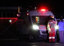Hombre salta de una ambulancia para escapar de la policía