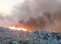 Fuerte incendio en el basurero de Tala