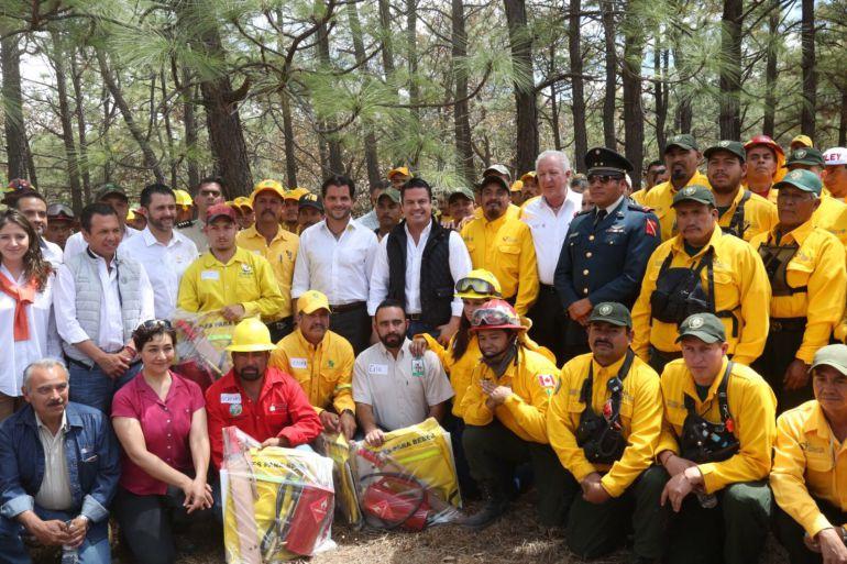 Refuerzan equipo para combatir incendios en Jalisco; buscarán a responsables del fuego en Tepopote