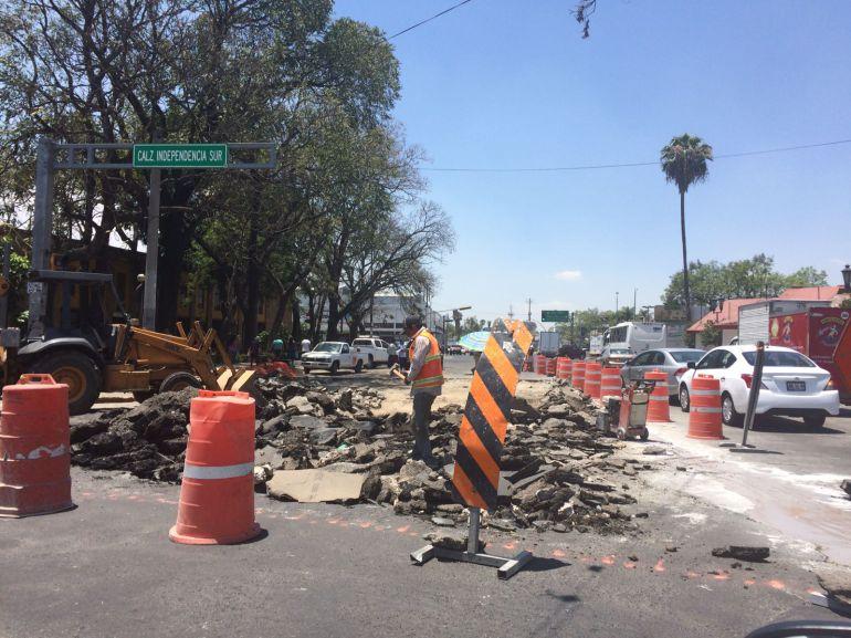 Sin avisar, ayuntamiento tapatío repavimenta González Gallo y desquicia el tráfico