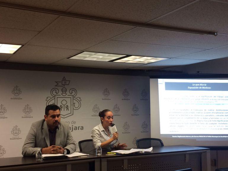 Regidora acusa que nuevo reglamento policial da atribuciones ilegales a comisario