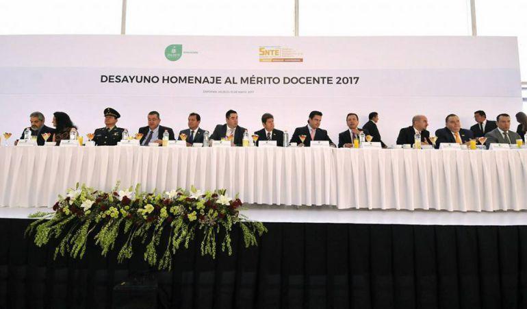 Maestros de Jalisco exigen al gobernador aumento de recursos
