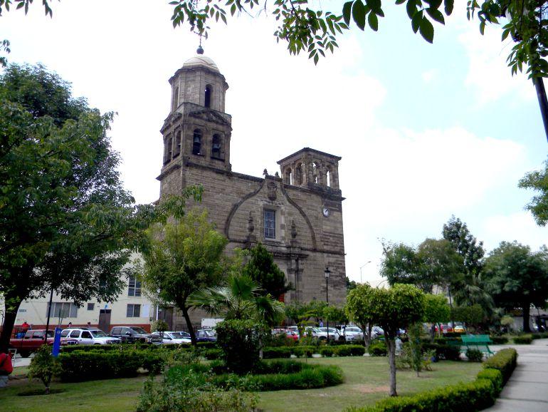 Raúl Padilla a favor de nuevo estacionamiento en barrio Mexicaltzingo
