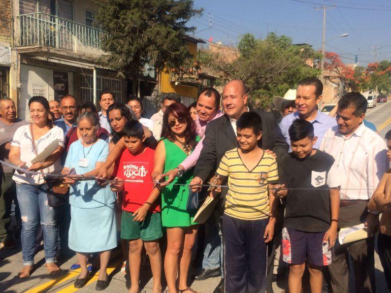 Entregan obras de repavimentación en calle Gigantes