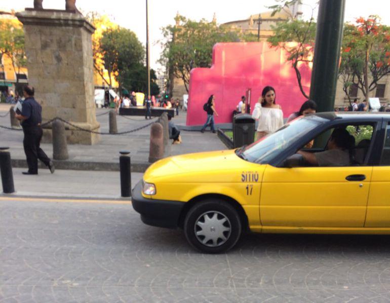 Vuelven operativos para levantar taxis sin holograma