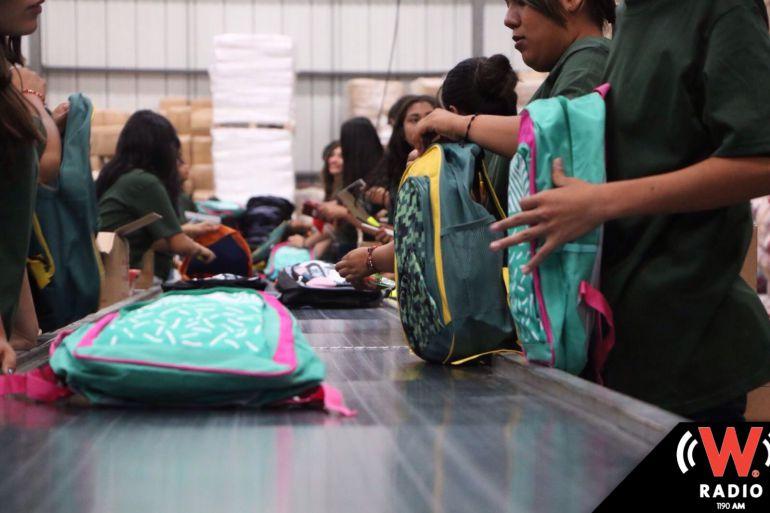 Entregan primeros paquetes de mochilas con útiles