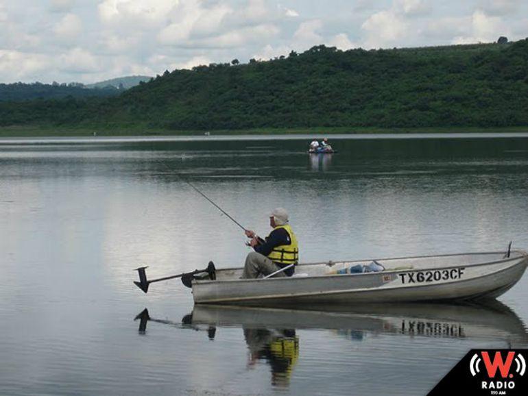 Dos pescadores fueron arrastrados por la corriente en el río Acatic