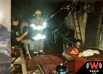 Sujeto bajo influjos de droga y alcohol prende fuego en su propia casa en Tonalá