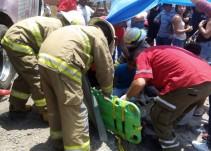 Continúan hospitalizadas dos personas tras choque entre camión y tren
