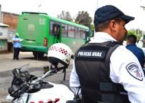 """Investigan policía vial exhibido en redes sociales por pedir """"mordida"""""""