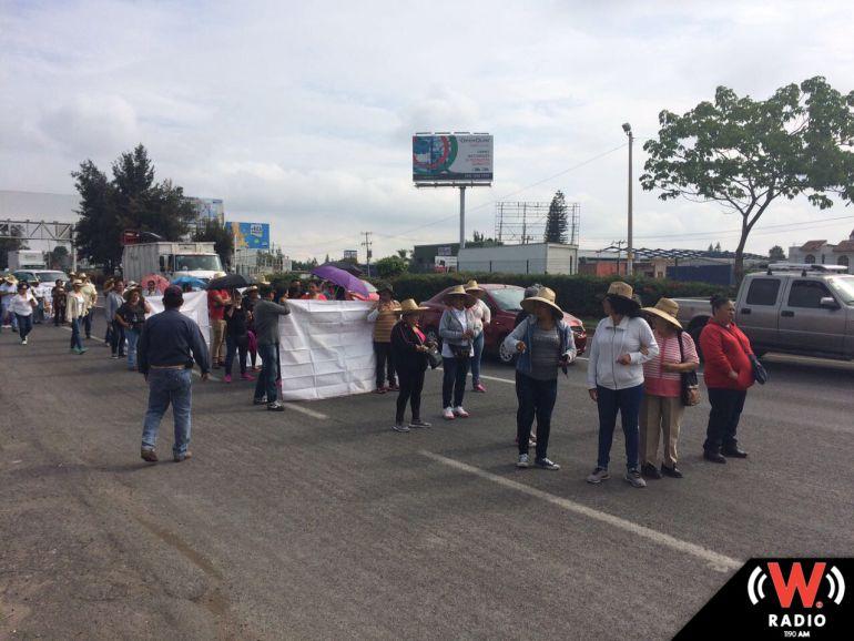 Avanzan manifestantes por carretera a Chapala