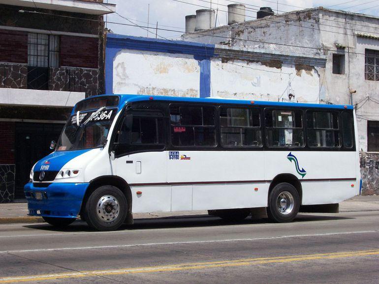 Denuncian transportistas de SISTECOZOME que dejaron de recibirles los pagos