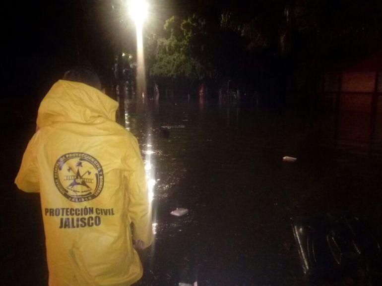 Amanecen más de cien casa inundadas en la ZMG