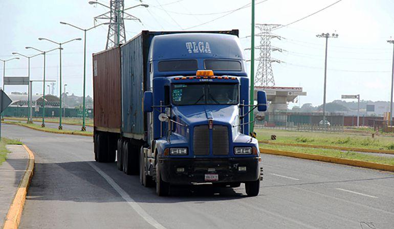 Tlajomulco presenta iniciativa para que camiones de carga no circulen por López Mateos