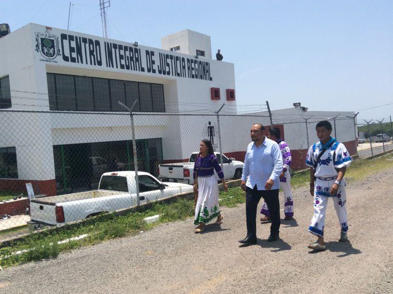 Hernández Barrón rechaza sueldo de presidente y se queda con el de visitador