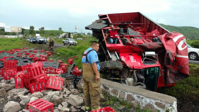 Se registra triple accidente en carretera Morelia