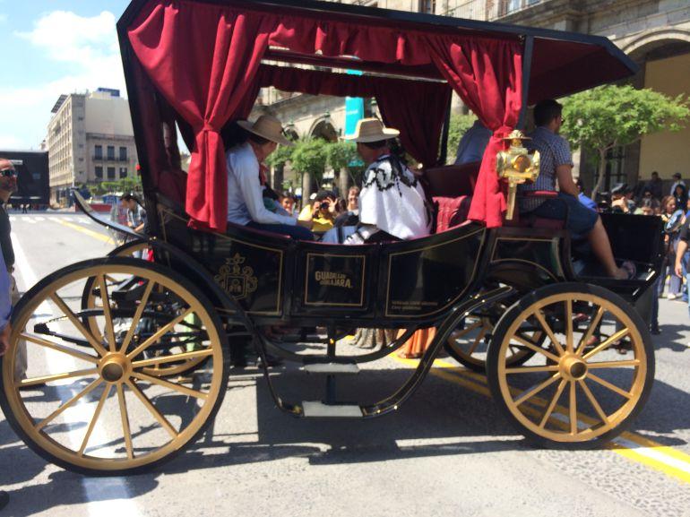 ¡Adiós a los caballos! Presentan calandrias eléctricas en Guadalajara