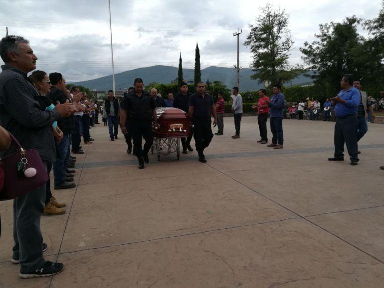 Despiden en homenaje póstumo a director de la policía y delegado de Zacoalco de Torres