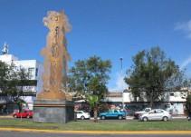 Alfonso Petersen aprueba la última escultura develada por Guadalajara