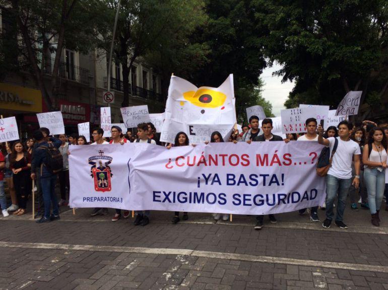 Universitarios marchan para exigir seguridad
