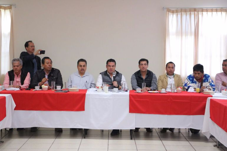 Aristóteles Sandoval se reúne con líderes wixárikas