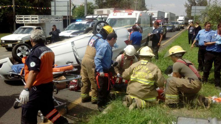 Una volcadura deja un muerto y cuatro lesionados en Tlajomulco