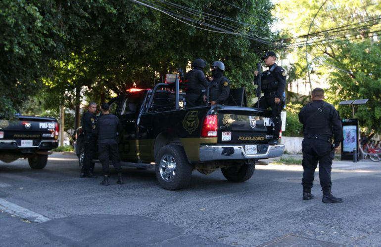 Vecinos de la colonia Ladrón de Guevara se quejan de camioneros