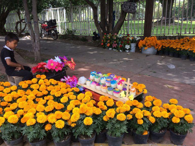 Más de 150 mil personas visitan a sus difuntos en los panteones de Zapopan