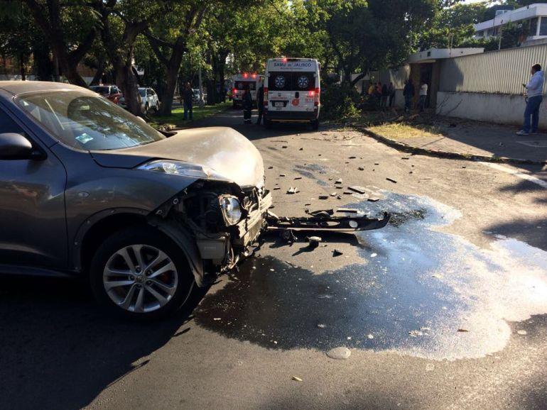 Auto volcado en la colonia Americana deja 4 lesionados
