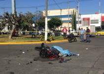 Fallece motociclista al impactarse contra unidad de transporte público