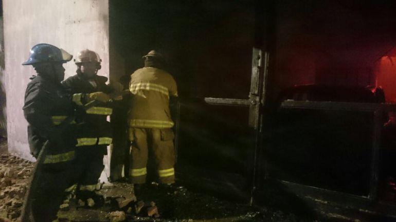 Incendio consume una maderería en Guadalajara