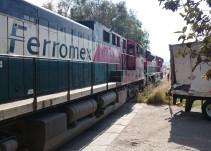 Locomotora impacta un tráiler en Zapotiltic