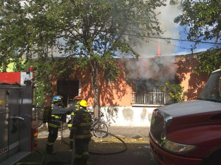 Incendio consume departamento en la colonia Atlas