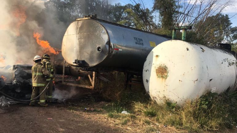 Se incendia centro de almacenamiento de combustible