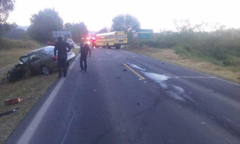 Fallece un hombre tras chocar contra un camión en carretera Guadalajara-Colima