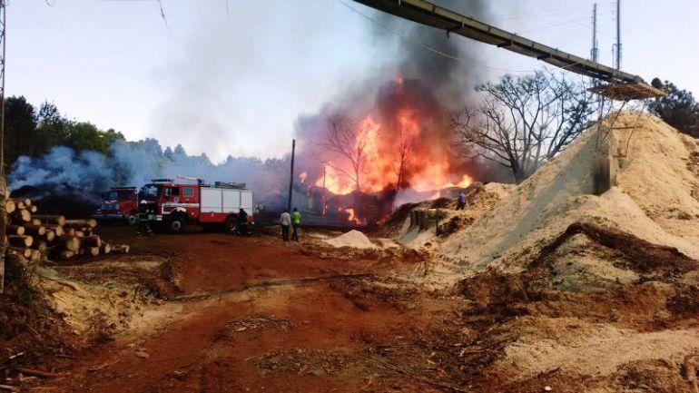Se incendia aserradero en Ciudad Guzmán