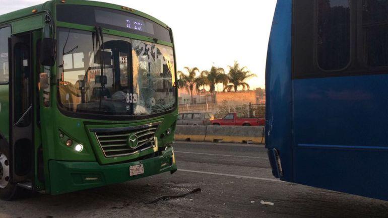 Accidente entre dos autobuses deja 22 lesionados