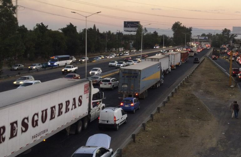 Avanza la iniciativa de restringir el paso a camiones pesados en López Mateos