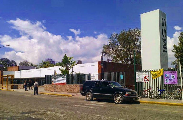 Se intoxican tres personas en Ciudad Guzmán; sospechan de refresco
