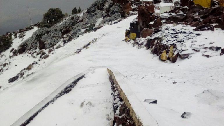 Cae aguanieve en el Parque Nacional del Nevado de Colima