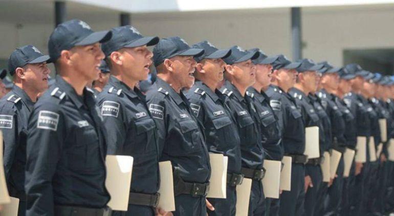 Guadalajara aumenta salarios de policías; dan de baja a 26